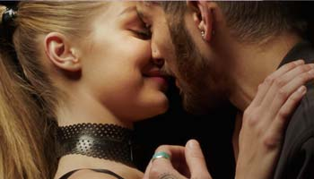 Pillowtalk - Zayn - Download / Descargar Video Official 2016